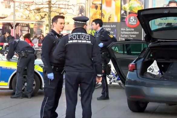 Вооруженный шофёр въехал втолпу в германском Гейдельберге