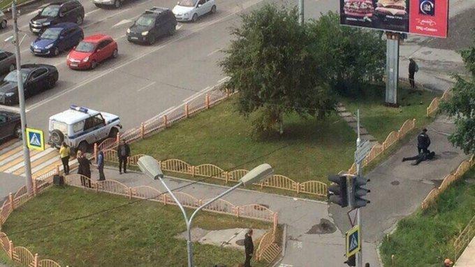 Появились видео нападения и ликвидации преступника в Сургуте. Появились видео нападения и ликвидации преступника в Сургуте
