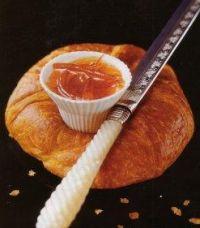 В диетическом торте масло заменяют маргарином, натуральное какао