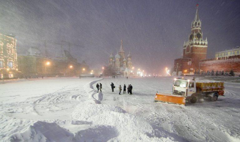 На столицу России обвалился снегопад