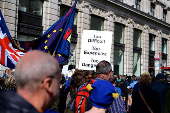 Глава Еврокомиссии посоветовал Британии выйти из ЕС до 23 мая. 401122.jpeg