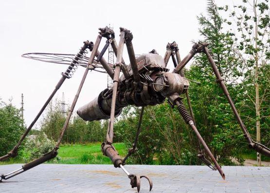 Необычные памятники насекомым. Памятник комару
