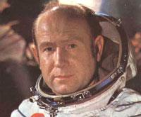 Первый человек, шагнувший в открытый космос, отмечает 75-летний