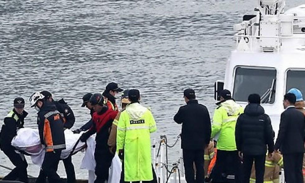 Судно с туристами столкнулось с танкером у Южной Кореи: погибли 13 человек. Судно с туристами столкнулось с танкером у Южной Кореи: погибли