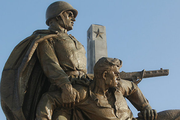 Польские активисты протестуют против сноса советских памятников. 375132.jpeg