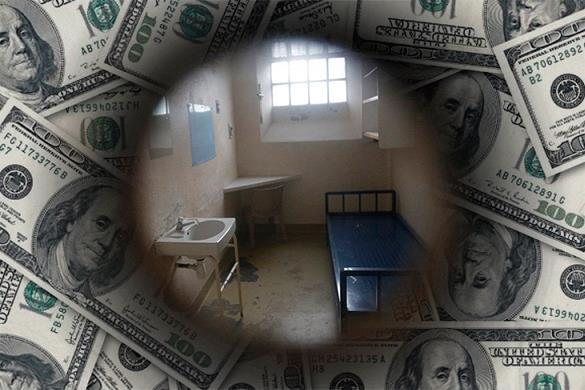 Всего миллион долларов получит американец, ошибочно отсидевший 38 лет. Тюремна камера сквозь доллары