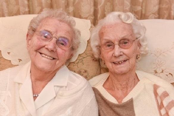 Рыба и алкоголь – любимые продукты  для 102-летних близняшек. 395134.jpeg