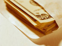 Почтовый работник воровал деньги из поздравительных открыток