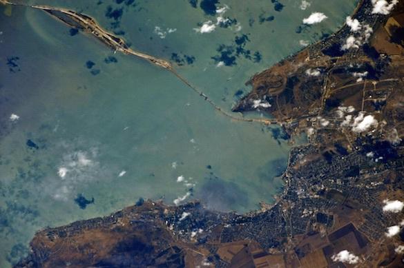 Взгляд из космоса: посмотрим на Крымский мост с орбиты. крымский мост