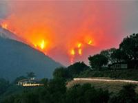 Лесной пожар в Греции перекинулся на дома