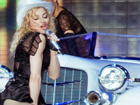 Соседка Мадонны подала на нее в суд