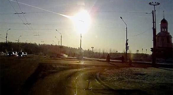 Свердловчане зафиксировали необычную вспышку в небе. Метеорит?. метеорит