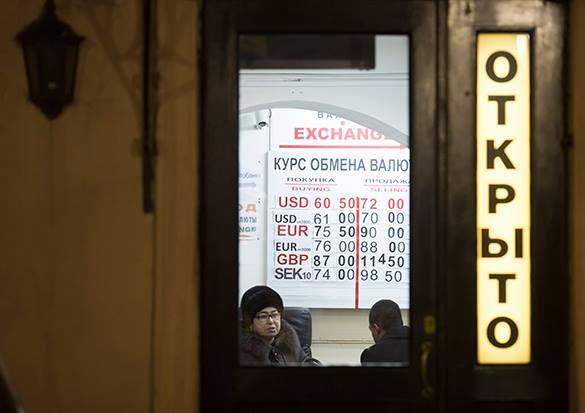 Москвичам советуют отказаться от обмена валюты в
