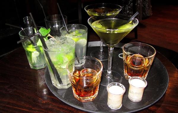 В Вашингтоне ресторан снижает цены на спиртное, как только Трамп увольняет подчиненных. В Вашингтоне ресторан снижает цены на спиртное, как только Трамп