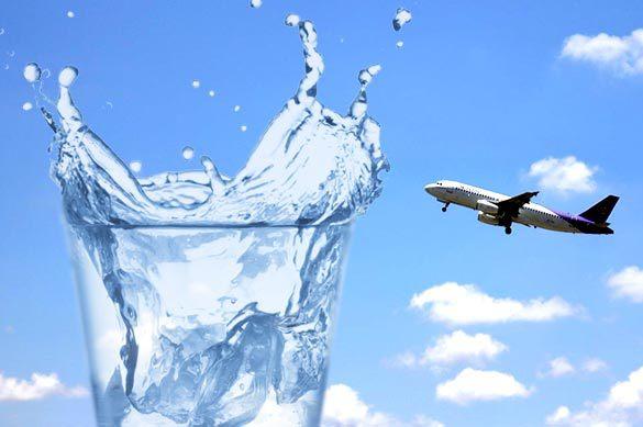 Назван самый опасный напиток в самолете