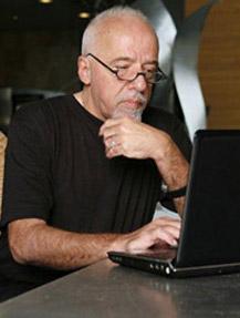 Пауло Коэльо написал детектив