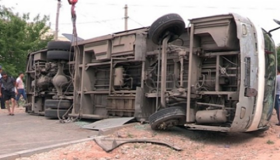 Рейсовый автобус опрокинулся вХабаровском крае