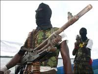 Нигерийские боевики захватили четверых ремонтников