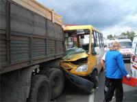 В результате крупного ДТП в Челябинской области тяжело ранены 6