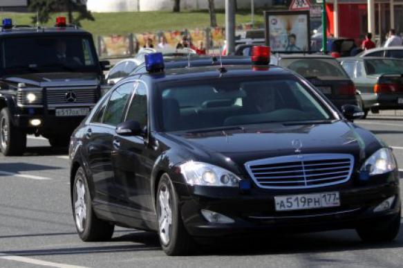 На вызов о проколотом колесе автомобиля ФСО приехали 7 нарядов полиции. 398151.jpeg