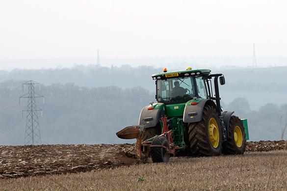 В России трактор работает на самогоне