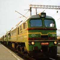 Поезд протаранил автомобиль в Подмосковье