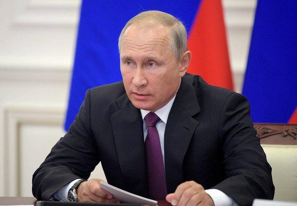 Путин поздравил работников и ветеранов нефтегазовой промышленности. Путин поздравил работников и ветеранов нефтегазовой промышленнос