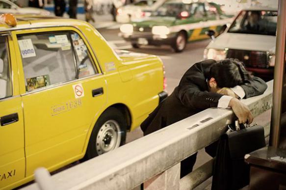В Японии популярно искусство спать на работе. 392158.jpeg