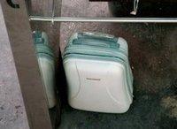 Заключенный пытался сбежать из тюрьмы в чемодане. suitcase