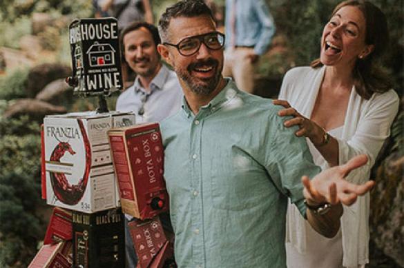 Американец решил выйти замуж за коробки из-под мусора. 391161.jpeg