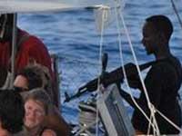 Сомалийские пираты избили своего пленника за объявленную