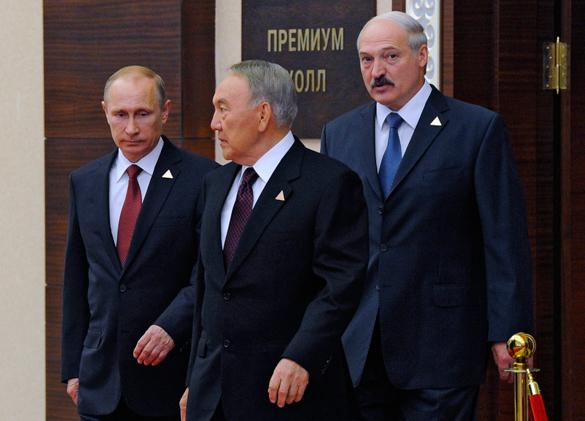 Владимир Путин: Россия, Белоруссия и Казахстан подумают о создании валютного союза. Путин, Назарбаев и Лукашенко
