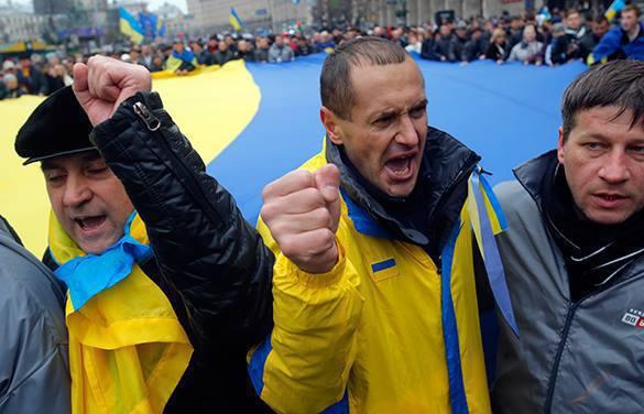 Украина может национализировать российское имущество на своей территории. украина митинг мужчины
