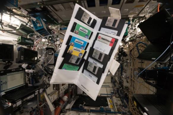 На МКС найдены дискеты с Windows 95 и паспортами космонавтов. 395163.jpeg