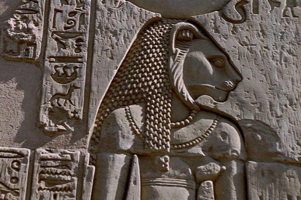 На берегу Нила откопали тайные статуи древней богини. На берегу Нила откопали тайные статуи древней богини