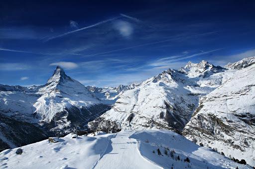 Стеклянная пирамида на вершине ледника. Зимний отдых в Швейцарии