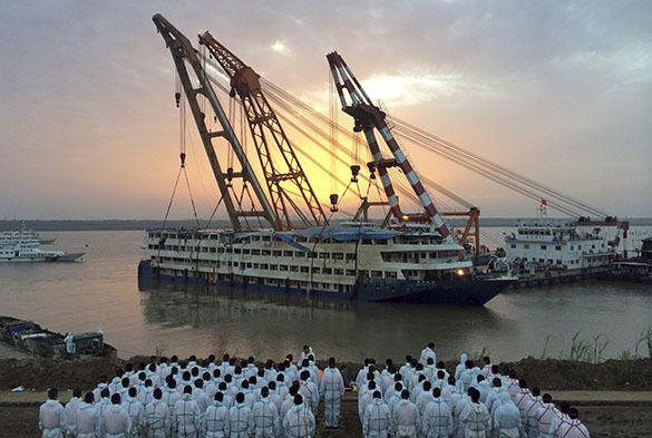 """Китайский лайнер """"Звезда Востока"""" подняли со дна Янцзы. Звезда Востока"""