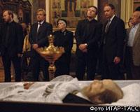 С Александром Солженицыным простились под звуки духовного гимна