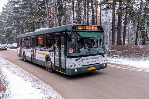 В Новокузнецке школьницу выгнали из автобуса в 35 градусов мороза. В Новокузнецке школьницу выгнали из автобуса в 35 градусов мороз