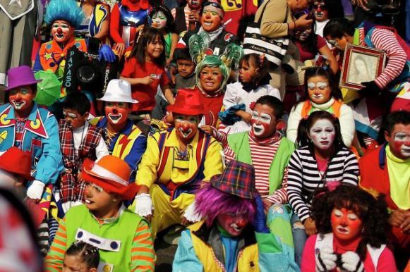 На карнавале в Рио задержали 150 клоунов-грабителей. На карнавале в Рио задержали 150 клоунов-грабителей