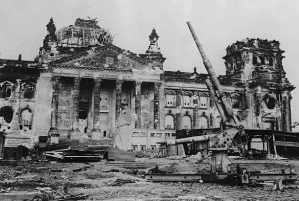 Российских ветеранов не пустили в Рейхстаг. Рейхстаг. 1945 год