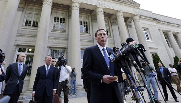 Бывший шеф ЦРУ приговорен судом к двум годам условно за разглашение гостайны. Дэвид Петреус