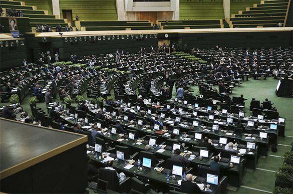 В парламенте Ирана идет перестрелка: захвачены заложники