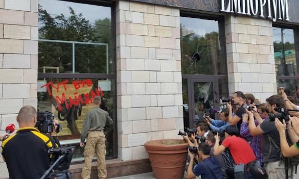 Неизвестные разгромили магазин в центре Киева. 375177.jpeg