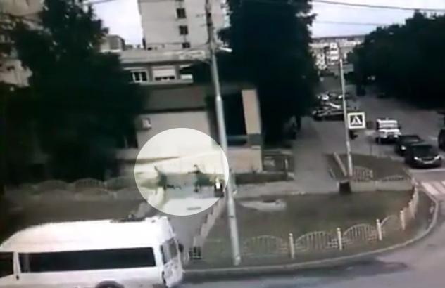 Опубликованы кадры расстрела убийцы с ножом в Сургуте. Сургут