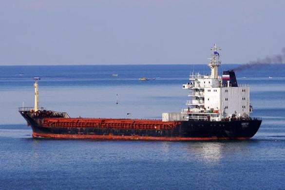 Корабль НАТО «храбро» пошел насближение с русским  транспортником вБосфоре