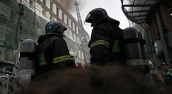 Три троллейбуса сгорели в столице. пожарные