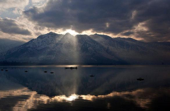 Знаменитое озеро Дал в индийском Кашмире уменьшилось. озеро Дал в индийском Кашмире