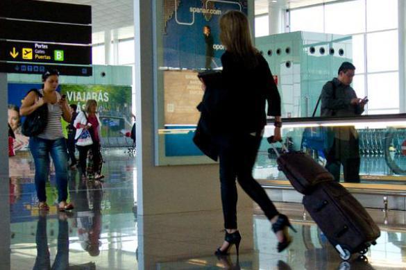 Боясь за свои сумки, пассажирка залезла в рентген в аэропорту. Боясь за свои сумки, пассажирка залезла в рентген в аэропорту