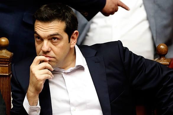 Премьер-министр Греции Алексис Ципрас выступит с обращением к нации. Алексис Ципрас думает